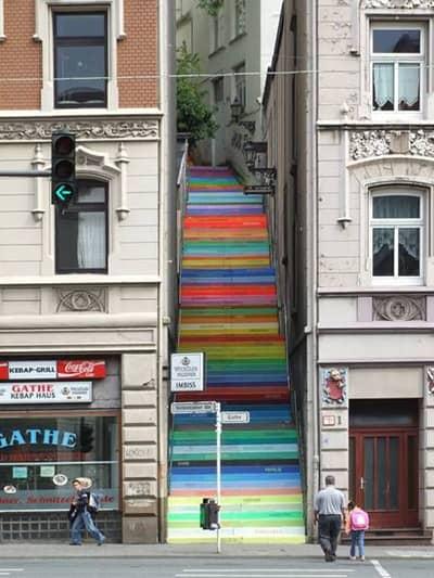 מדרגות מצוירות