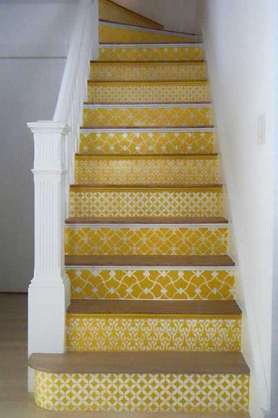מדרגות צהובות